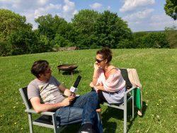 Teona und Michael beim Interview auf der Burg Fürsteneck