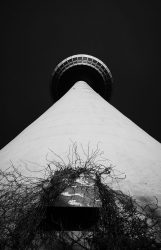 tschloss / Turm in der Dunkelheit